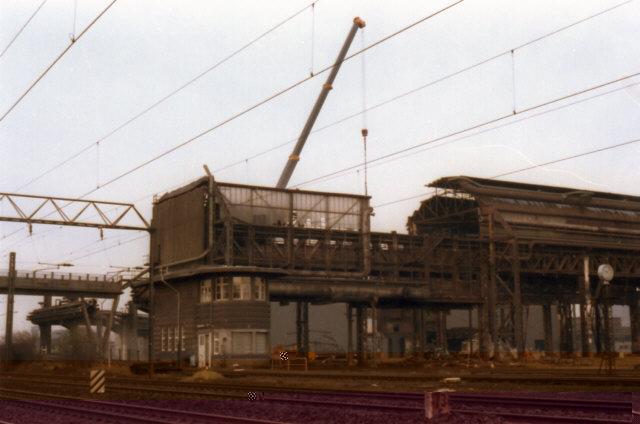 Das Siemens-Martinwerk wird abgebrochen.